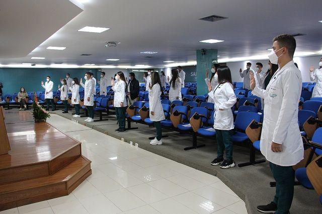 Imposición de batas a estudiantes de Medicina Bogotá